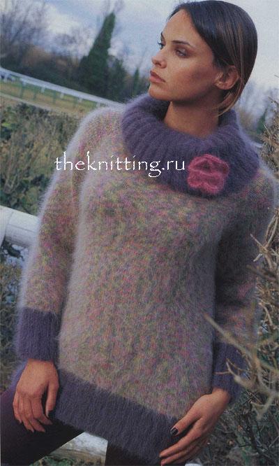 Обворожительный, нежный и теплый свитер с большим воротником, связанный из нескольких цветов ангоровой пряжи.